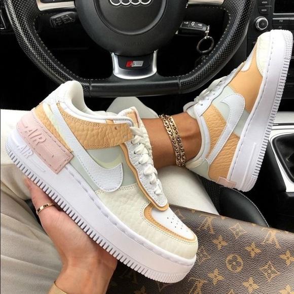 Nike Shoes Nike Air Force Shadow Spruce Aura Poshmark Cette allure claire est accompagnée de l'aspect déstructuré avec une cage à lacet supplémentaire, une toebox doublée ou encore les deux swooshs superposés. nike air force 1 shadow spruce aura